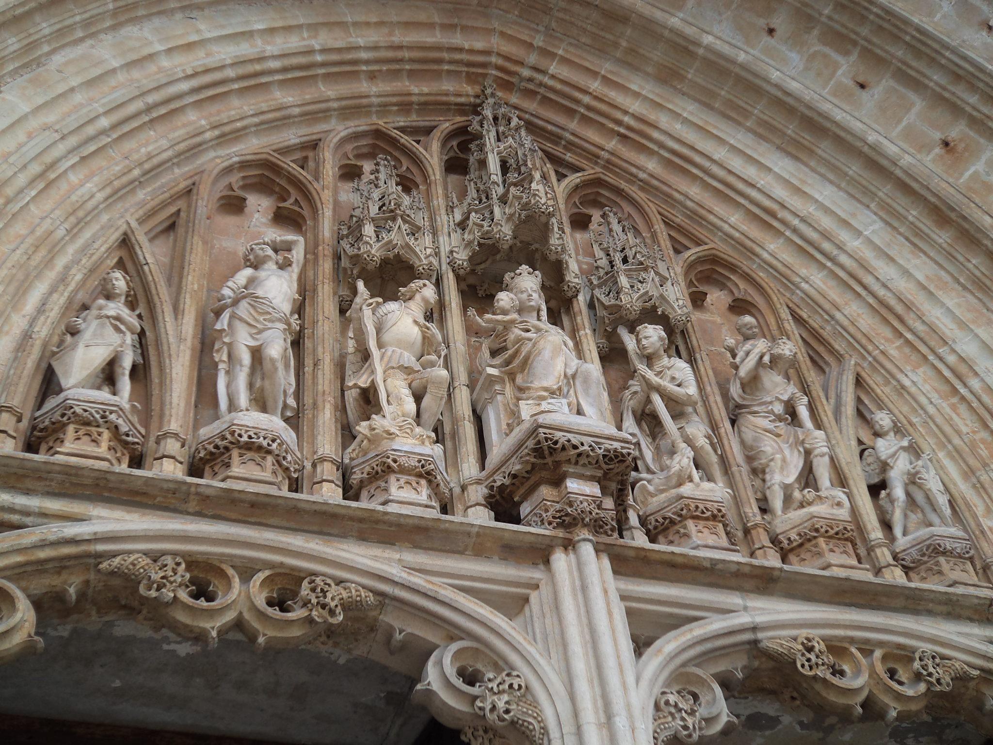 Rzeźby kościoła na Place Sablon