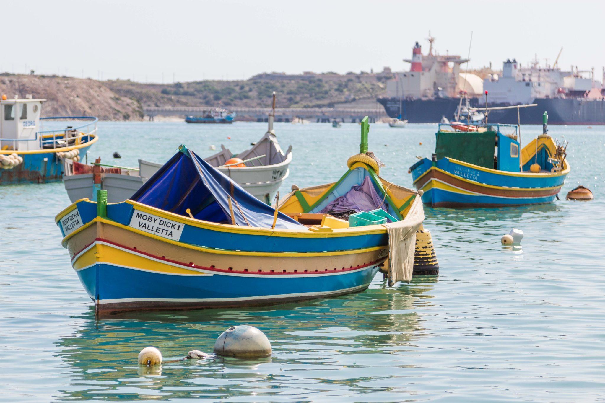 Więcej luzzu – szalone, kolorowe Marsaxlokk