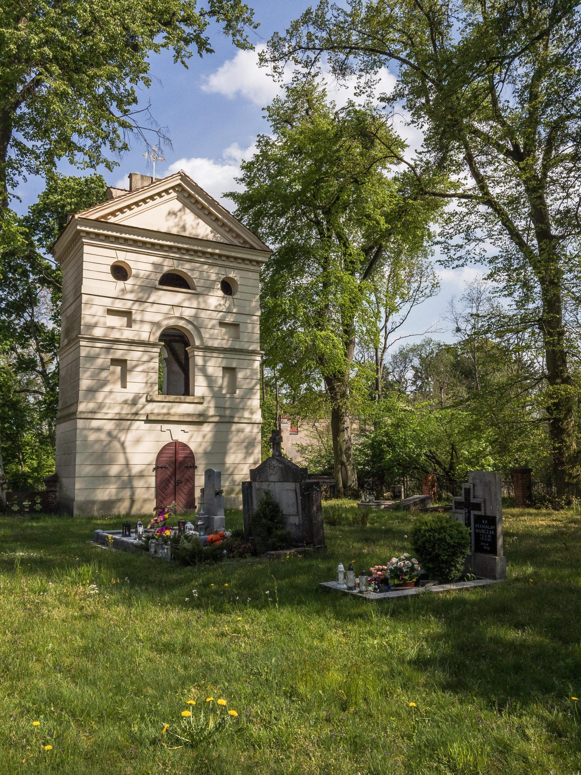 Dzwonnica kościoła w Dębnie